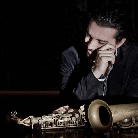 Il sax di Gianni Vancini dal vivo all'Elegance Cafè