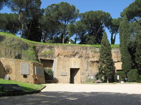Il Mausoleo delle Fosse Ardeatine: per non dimenticare emozioni, storia e ricordi