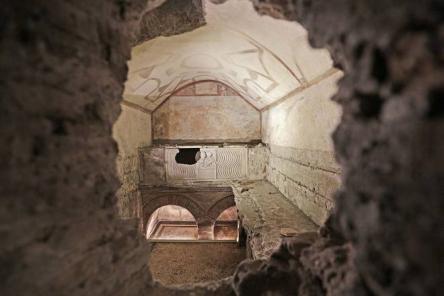 I sotterranei affrescati della Via Latina e i resti della Villa degli Anicii