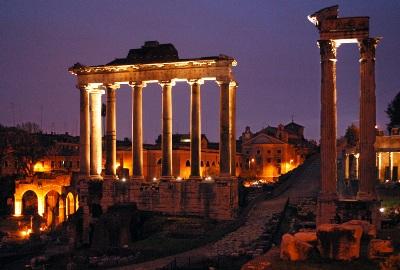 Roma di Notte: La Luna sul Foro Romano